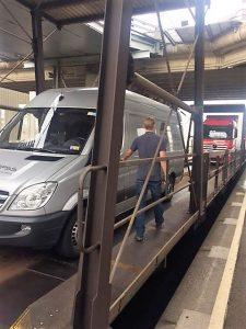 op de shuttle trein kanaal tunnel richting GB.